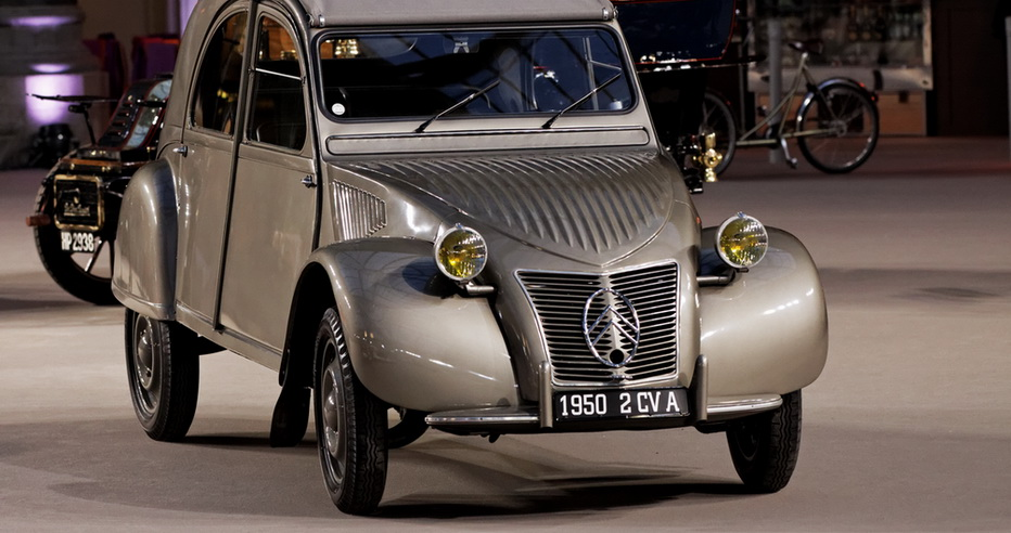 Paris_-_Bonhams_2013_-_Citroën_2CV_A_-_1950_-_006